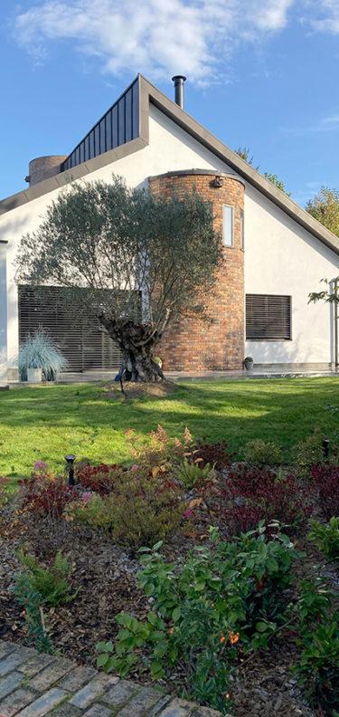 Rénovation totale d'un jardin autour d'une maison rénovée des années 80, chantier fini - Paysagiste J2M3A
